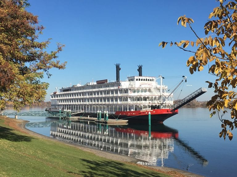 cruise ship on the columbia river
