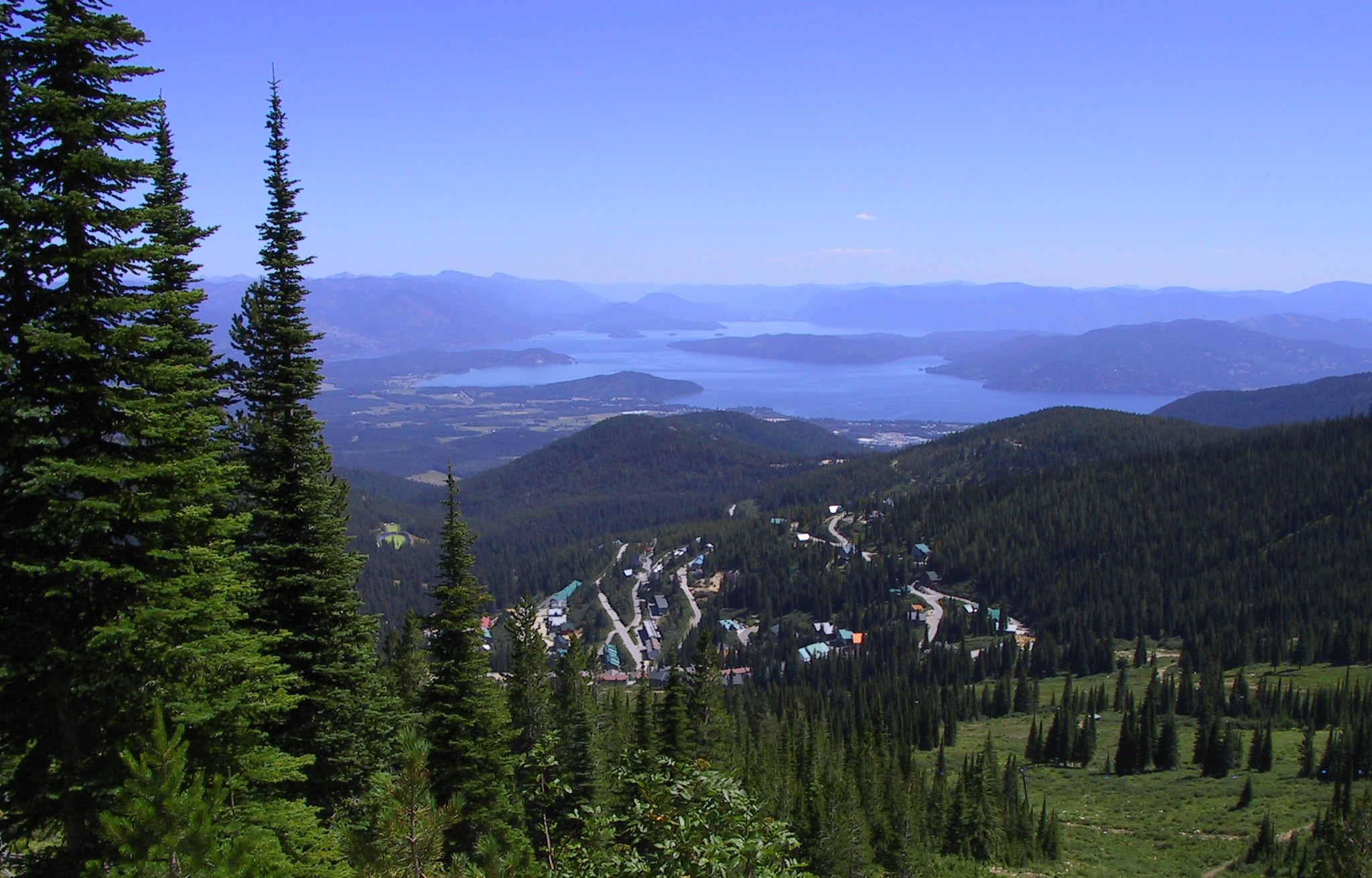 Sandpoint, Idaho. Photo by Alvin Feng (Creative Commons).