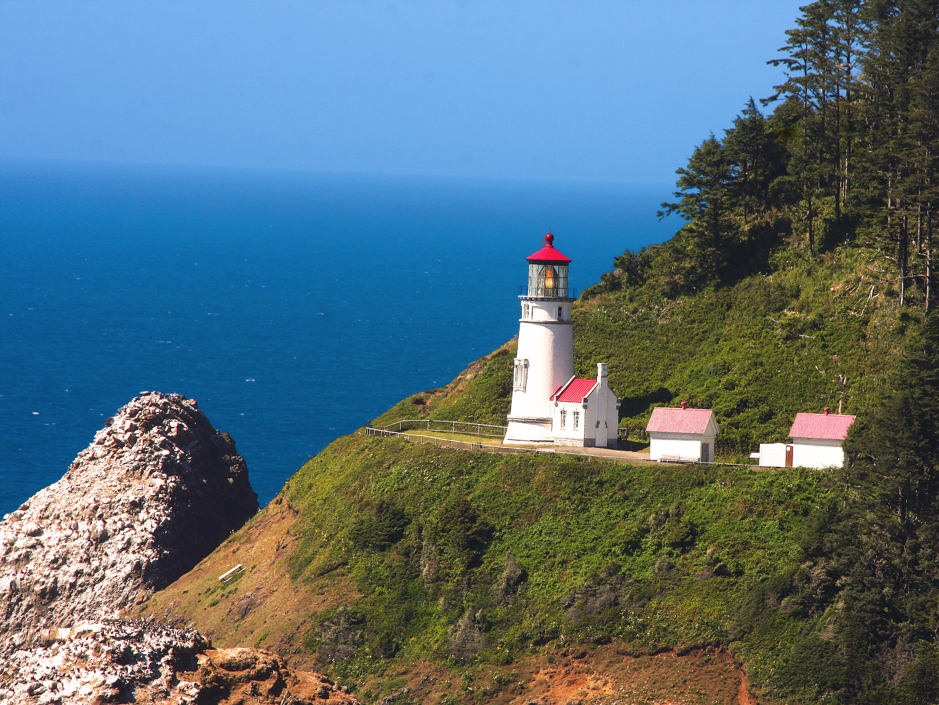 Heceta Head Lighthouse, photo by Rennett Stowe via Flickr Creative Commons