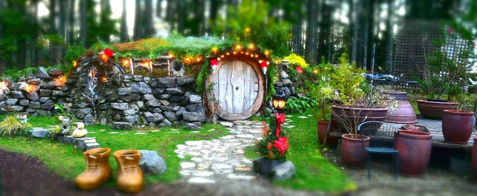 northwest roadside attraction:  hobbit house