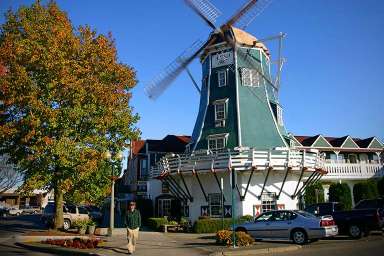 northwest roadside attraction:  roslyn windmill