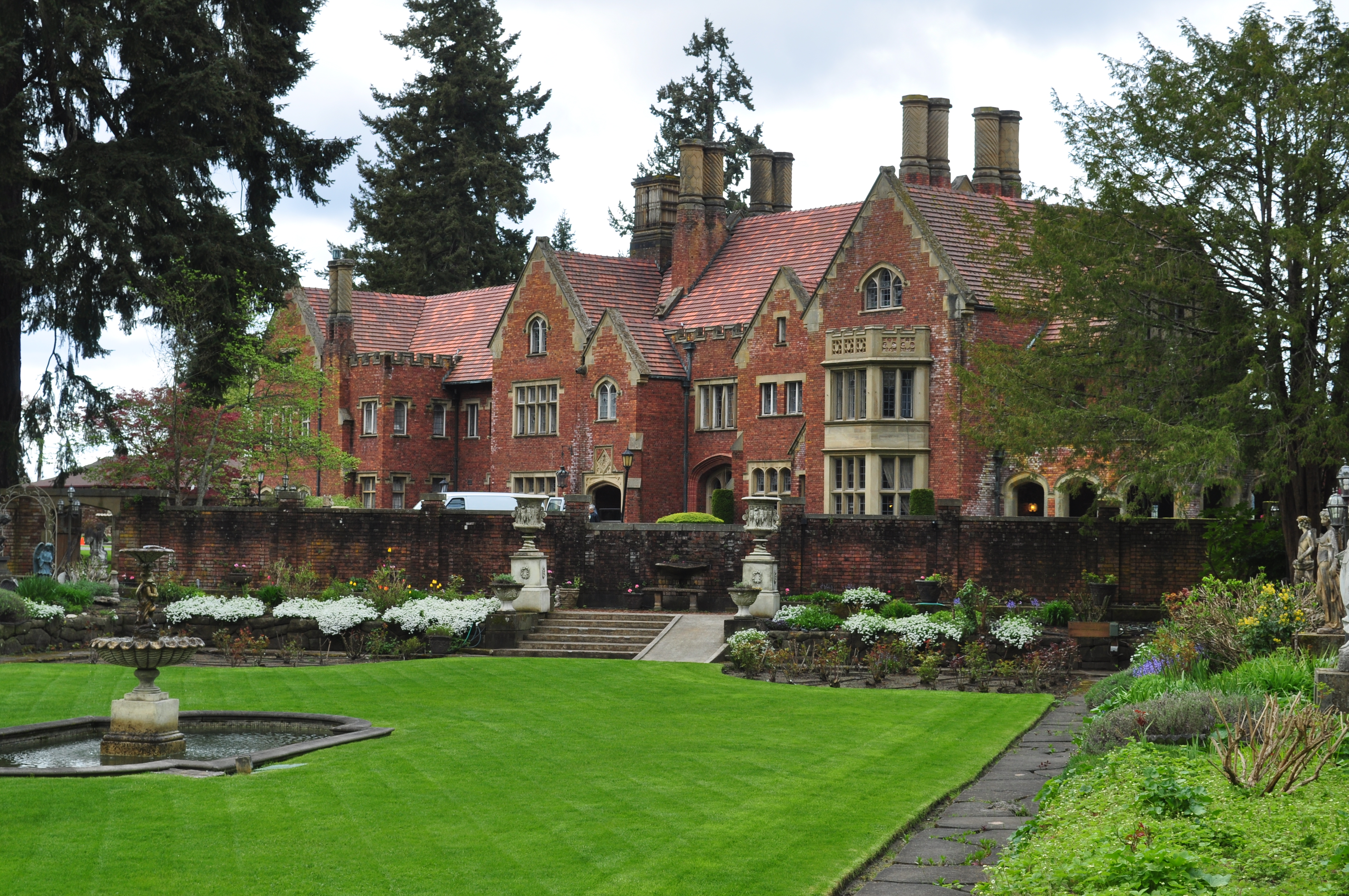 thornewood castle - best places to get married in the northwest t