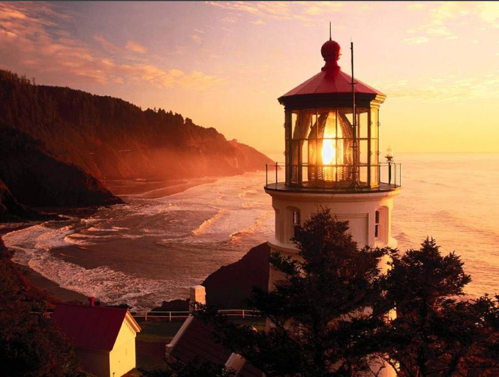 Yaquina Head Light, Newport, Oregon photo credit: chris_vladimir_