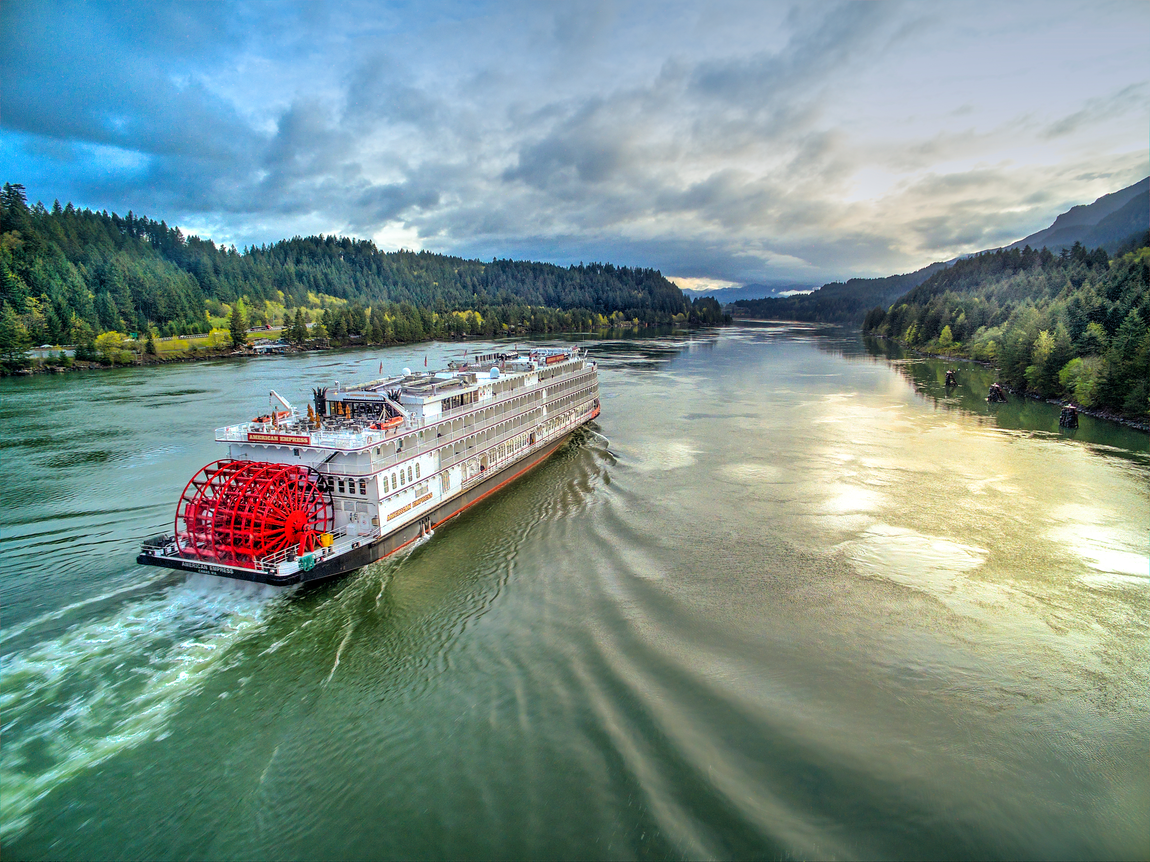 The American Empress cruising the Columbia River Gorge n the Pacific Northwest USA