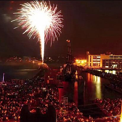 salem oregon fireworks over the willamette