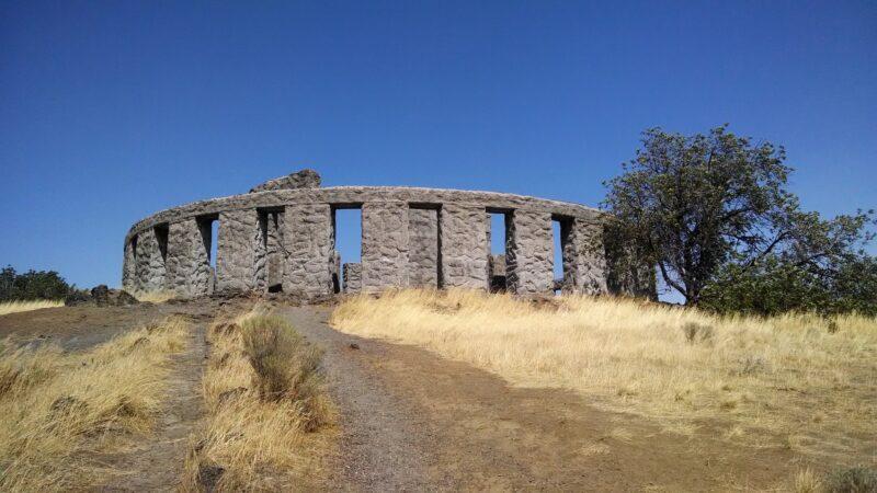maryhill stonehenge memorial in washington state
