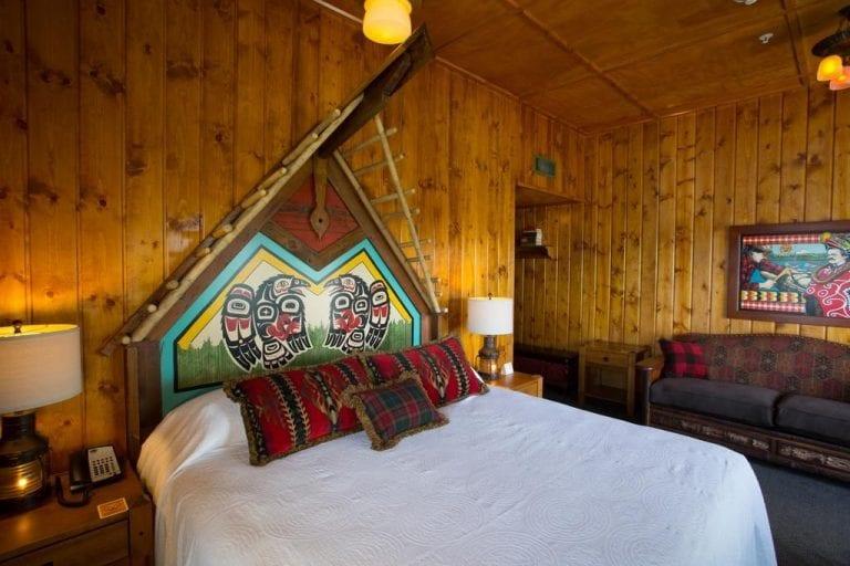 McMenamins Kalama Harbor Lodge Hotel and restaurant in Kalama WA