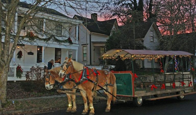 Monteith House Albany Christmas caroling
